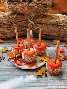 Miniature Caramel APPLES with Chopped Nuts 5 Apples with White Plate and Leaves Realistic Food for Scale Fashion Dolls & Action Figures White Plastic Plates, White Plates, Caramel Dip, Caramel Apples, Apple Dip, Good Enough To Eat, Mini Foods, Barbie And Ken, Bjd