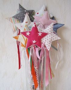 14 Ways to Upcycle Fabric Scraps as Gifts for Kids - Upcycle My Stuff - magic/bubble/fairy wands Upcycled Crafts, Sewing Crafts, Sewing Projects, Star Wand, Fabric Stars, Diy Wand, Fairy Wands, Fabric Gifts, Felt Crafts
