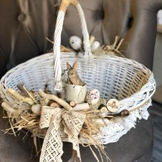 Flower Girl Basket, Flower Boxes, Easter Projects, Easter Crafts, Rustic Flower Girls, Candy Flowers, Diy Ostern, Basket Decoration, Flower Decorations