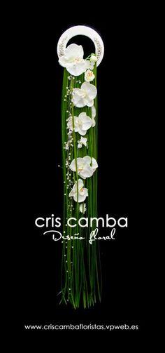 Gorgeous cascading bridal hoop. See more at: criscambafloristas.vpweb.es