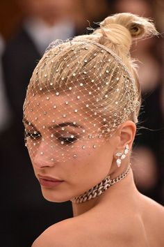 Hailey Baldwin, Princess of the Ball, Met Gala 2017 Glamorous Hair, Fashion Mode, Rock Fashion, Lolita Fashion, Emo Fashion, Hailey Baldwin, Top Knot, Fascinator, Ideias Fashion