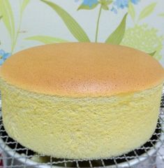 Cheese Sponge Cake Ingredients: 6 egg yolks butter sugar milk cream cheese Cake flour Corn flour 6 egg whites sugar tsp cream of tartar Utensil: round, bo… Sponge Cake Recipes, Easy Cake Recipes, Baking Recipes, Dessert Recipes, Easy Sponge Cake Recipe, Italian Sponge Cake, Vanilla Sponge Cake, Vanilla Cake, Mini Cakes