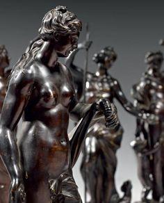 Apollon et Amphitrite Deux statuettes en bronze très finement ciselé et patiné. Epoque Louis XIV
