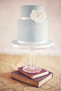 Fabulous Wedding Ideas! / vintage books under a wedding cake #Vintage; #Cake; #S...