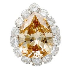 VAN CLEEF & ARPELS cts Pear Shape Apricot Diamond Ring: We find the use of white diamonds provides the perfect frame with which to enhance the colour of the central stone. Gems Jewelry, High Jewelry, Diamond Jewelry, Jewelry Accessories, Jewelry Box, Jewelry Watches, Jewelry Design, Ringa Linga, Van Cleef Arpels
