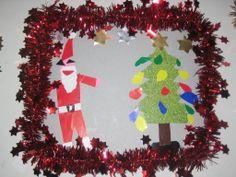 Knippen en plakken van een kerstman en kerstboom ingelijst in een kerstboomslinger