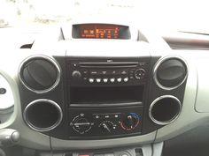 """www.fvauto.it VETTURA IN OTTIMA CONDIZIONI NON FUMATORE INTERNI PERFETTI TAGLIANDO EFFETTUATO GOMME INVERNALI 80% GARANZIA DI 12 MESI VALIDA IN TUTTA EUROPA Dotazione presente sulla vettura Climatizzatore manuale Cerchi lega da 15"""" Fendinebbia Specchietti retrovisori elettrici Radio cd ORIGINALE Vetri elettrici Computer di bordo Sedile posteriore sdoppiato Servosterzo Volante regolabile Doppie chiavi presenti Tagliandi ufficiali Peugeot ESP controllo di stabilità www.fvauto.it"""