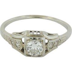 18kt White Gold Vintage .3CTW Diamond Engagement Ring - Size 7