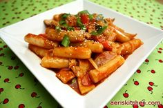 Tteok-bok-i - i can feel my lips puffing up from all the yummy hotness just from looking at this. mmm..