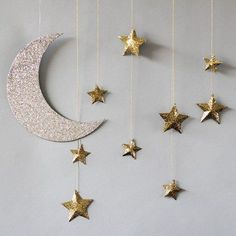 17 Simple Ramadan Decoration Ideas You Can Do at Home The Ramadan paper lanterns will quickly get you home. See information about Ramadan decorations. Everyone will love to embrace the Ramadan atmosphere! Star Decorations, Birthday Decorations, Wedding Decorations, Hanging Decorations, Wedding Ideas, Decoration Crafts, Birthday Ideas, Birthday Parties, Baby Dekor