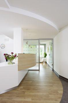 Zahnarztpraxis Hannover Divider, Interiordesign, Instagram Posts, Room, Furniture, Home Decor, Local Dentist Office, Hannover, Interior Designing