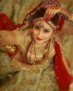 Bridal shoot pakistani 16 Ideas for 2019 Indian Wedding Couple Photography, Indian Wedding Bride, Indian Wedding Photos, Bride Photography, Indian Bridal, Indian Weddings, Elegant Wedding, Pakistani Bridal Makeup, Pakistani Bridal Dresses