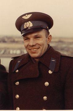 Неизвестный фотограф. Летчик-космонавт Ю.А. Гагарин перед полетом. 1961 г. Цветная фотография. | Аукционы | В Никитском