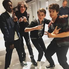 Caleb McLaughlin, Finn Wolfhard, Noah Schnapp, and Gaten Matarazzo I absolutely love these boys Stranger Things Fotos, Stranger Things Aesthetic, Stranger Things Funny, Stranger Things Netflix, Stranger Things Season, Millie Bobby Brown, Charlie Heaton, Look Star, Joe Keery