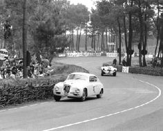 1952. #40 Lancia would finish 8th/17. The Cunningham C4R (#3) failed after 6 hrs.