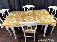 Darling Damask Stenciled Dining Room Table by Just the Woods Looking for stencil table top ideas? See how to stencil a tabletop with this stenciled dining room table makeover. Stencil Table Top, Stenciled Table, Hand Painted Furniture, Paint Furniture, Furniture Makeover, Rooms Furniture, Table Furniture, Trendy Furniture, Simple Furniture