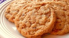 This is my family& favorite cookie recipe. The combination of chopped up Butterfingers and chunky peanut butter is soooooo good! Butterfinger Cookies, Chocolate Chip Shortbread Cookies, Toffee Cookies, Soft Sugar Cookies, Peanut Butter Cookies, Yummy Cookies, Oatmeal Cookies, Toffee Candy, Candy Bars