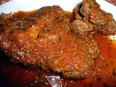 Borjúlábszár toszkán módra Hungarian Recipes, Hungarian Food, Meatloaf, Food And Drink, Pork, Dishes, Italy, Pork Roulade, Plate