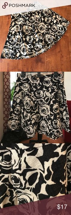 ❤️️FINAL SALE❤️Floral Linen Skirt from The Limited Adorable black & cream linen skirt from The Limited with side zipper The Limited Skirts