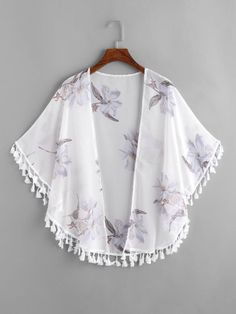 SheIn offers Floral Print Fringe Trim Kimono & more to fit your fashionable needs. Girls Fashion Clothes, Teen Fashion Outfits, Clothes For Women, Nice Outfits, Kimono Outfit, Kimono Fashion, Capelet Pattern Sewing, Moda Kimono, Look Hippie Chic