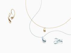 Elsa Peretti® Teardrop pendant in sterling silver. | Tiffany & Co.