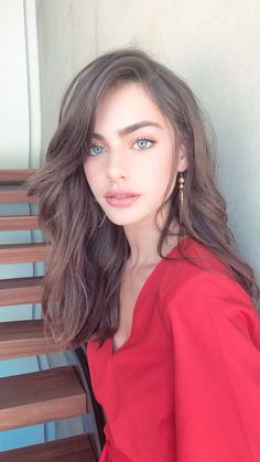 35 The Most Fun Looks For the Summer Adventure Will Inspire You Summer Make up,A light base makeup,Fun Looks, Summer Eye Make up,Sun-kissed tanned look [. Medium Hair Styles, Long Hair Styles, Hair Medium, Medium Curly, Best Eyebrow Products, Makeup Products, Beauty Products, Grunge Hair, Beautiful Eyes