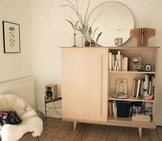 Mueble para el living y espejo redondo / Furniture for the living room and round mirror