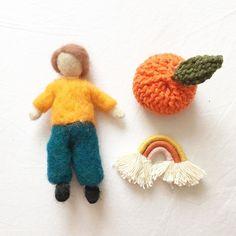"@mamajuguete on Instagram: ""Mi mami hace estas personitas de lana ♥️ son bellos !! #naturaltoys  #wooltoys #waldorftoys #juguetesdelana #waldorfchile #mamajuguete…"" Natural Toys, Waldorf Toys, Sons, Instagram, Toys, My Son, Boys, Children"