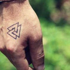 Tatuajes de valknut o nudo de la muerte: significado y diseños Fish Tattoos, Tatoos, Valkyrie Tattoo, Mini, Knot Tattoo, Men's Forearm Tattoos, Armband Tattoo, Viking Tattoo Symbols, Tattoo Drawings