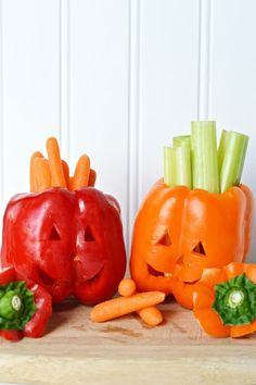 Make some of these easy, fun, and healthy Halloween snacks for the kids!