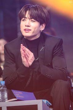 big bulky Jungkook being a MAN. Foto Jungkook, Foto Bts, Jungkook Oppa, Bts Bangtan Boy, Bts Boys, Taehyung Selca, Jung Kook, Bts Memes, Jeongguk Jeon