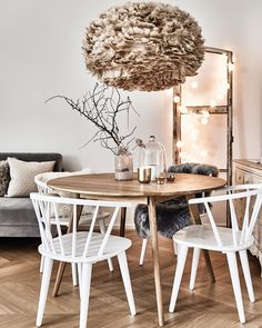 The white wooden chairs Megan are absolute trendsetters in the dining room. The final . Colorful Kitchen Decor, White Kitchen Decor, Kitchen Decor Themes, Wooden Kitchen, Rose Gold Kitchen Accessories, Kitchen Chairs, Room Chairs, White Wooden Chairs, Dining Room Inspiration