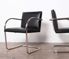 A Cadeira MR245, Mies van der Rohe  De Aço Tubular tem um perfil simples, linhas limpas e atenção meticulosa aos detalhes que fez dela um ícone do design mobiliário do século XX.