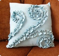 Swirled Ruffle Pillow {from a t-shirt} Tutorial