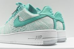"Nike Flyknit Air Force 1 Low ""Radiant Emerald"""