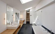 Bad OG mit Sauna : Moderne Badezimmer von Möhring Architekten