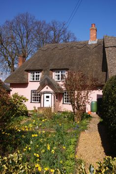 beautiful british cottage Storybook Homes, Storybook Cottage, Cottages And Bungalows, Cabins And Cottages, New Home Wishes, England Countryside, English Country Cottages, Little Cottages, Cute Cottage