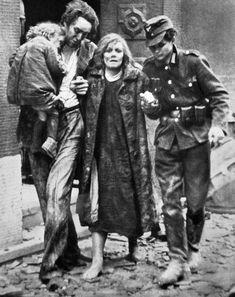 Survivors after an air raid on Mannheim, Germany, Ullstein Bild. War Photography, Macabre Photography, Crazy Eyes, Air Raid, German Army, Military History, World History, World War Two, Historical Photos