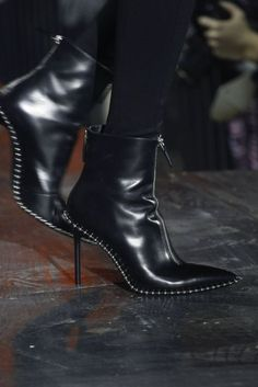 Tendance Chaussures 2017  See detail photos for Alexander Wang Fall 2017 Ready-to-Wear collection.