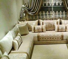 Un salon marocain doré qui convient a tout style de pièces