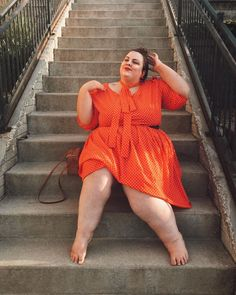 Find me dancing barefoot in this dress! If you babes haven't checked out , you need to! Thick Girl Fashion, Plus Size Fashion For Women, Curvy Fashion, Plus Size Girls, Plus Size Women, Curvy Inspiration, Arab Girls Hijab, Mode Plus, Looks Plus Size