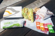 How To Order Vegan Meals Off the Taco Bell Vegetarian Menu Vegans, rejoice! Eating on the go just became easier than ever. Taco Bell has unveiled new customizable online ordering and a certified vegetarian menu. Foods With Gluten, Vegan Foods, Vegan Dishes, Vegan Recipes, Vegan Meals, Free Recipes, Vegetarian Menu, Going Vegetarian, Going Vegan