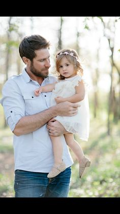 Spring family photos Father/daughter picture Ivory lace toddler dress Lisa Hessel Photography Daddy Daughter Pictures, Father Daughter Pictures, Daddy Daughter Dance, Family Posing, Family Portraits, Family Photos, Father Daughter Photography, Toddler Pictures, Father And Baby