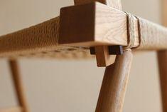 ゆったり大きめの「編み椅子」です。 フレームはオークの木でできています。 座面と背もたれは、編み直しの時に外せるようになっています。&n