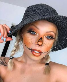 Are you looking for inspiration for your Halloween make-up? Browse around this site for creepy Halloween makeup looks. Halloween Costumes Scarecrow, Creepy Halloween Makeup, Scarecrow Makeup, Halloween Eyes, Halloween Makeup Looks, Halloween Outfits, Halloween 2019, Creepy Makeup, Halloween Nails