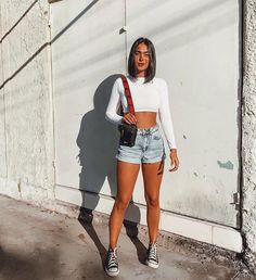 Looks Com Short, Outfit Look, Converse Style, Summer Looks, Overall Shorts, Kylie Jenner, Overalls, Mini Skirts, Wonder Woman