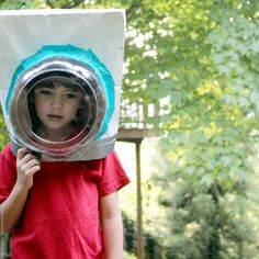 Astronaut helmet made from a paper bag by Hideous Dreadful Stinky! #diytoys
