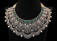 Emerald Necklace, Diamond Necklaces, Emerald Jewelry, Diamond Rings, Diamond Jewelry, Indian Necklace, Beautiful Necklaces, Jewelery, Jewelry Accessories