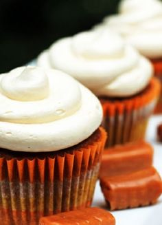 Low FODMAP & Gluten free Recipe - Gingerbread cupcakes with salted caramel icing http://www.ibssano.com/low_fodmap_recipe_gingerbread_cupcakes_salted_caramel_icing.html