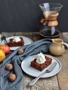 Jablkovo-ořechová buchta Waffles, Breakfast, Recipe Ideas, Food, Morning Coffee, Essen, Waffle, Meals, Yemek
